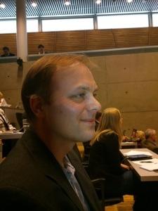 Forslagsstillaren smiler tappert. Foto: Gunhild Johansen