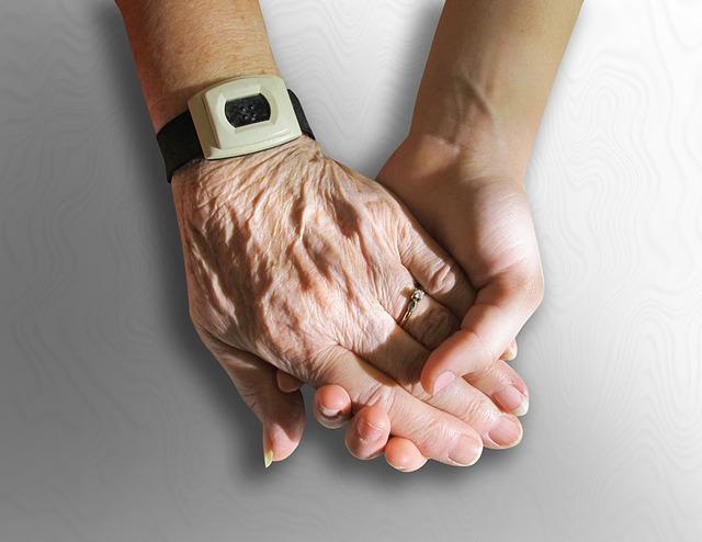 hands-216982_640